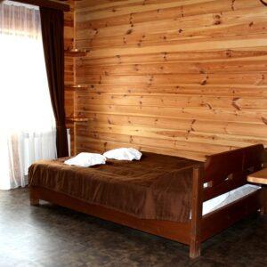 """Котедж """"Черенина"""" стандартний двомісний  номер з 1 ліжком 1"""