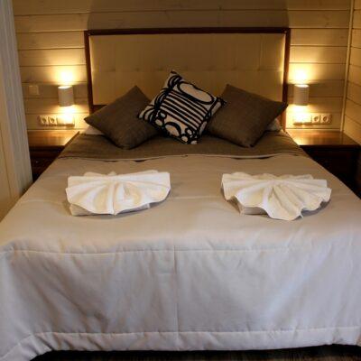 """Котедж """"Острів""""  стандартний двомісний номер з 1 ліжком 1"""